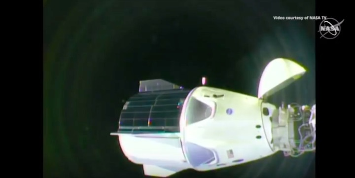 2019-dragon-crew-abdocking-a