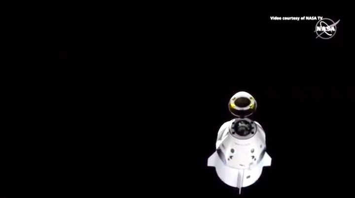 2019-dragon-crew-abdocking-ar