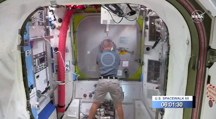 2020-06-iss-spacewalk65-ab