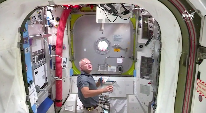 2020-06-iss-spacewalk65-ac