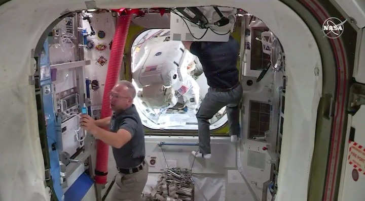 2020-06-iss-spacewalk65-ag