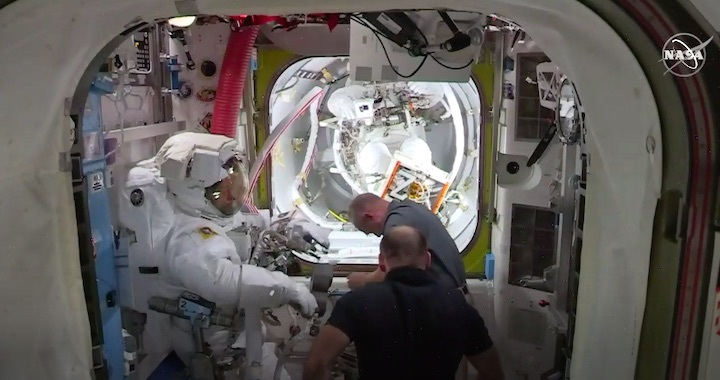2020-06-iss-spacewalk65-ai