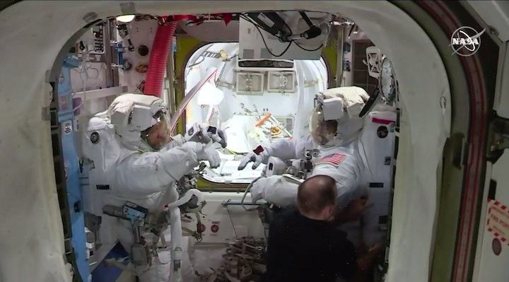 2020-06-iss-spacewalk65-al