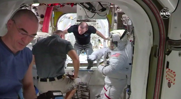 2020-06-iss-spacewalk65-an