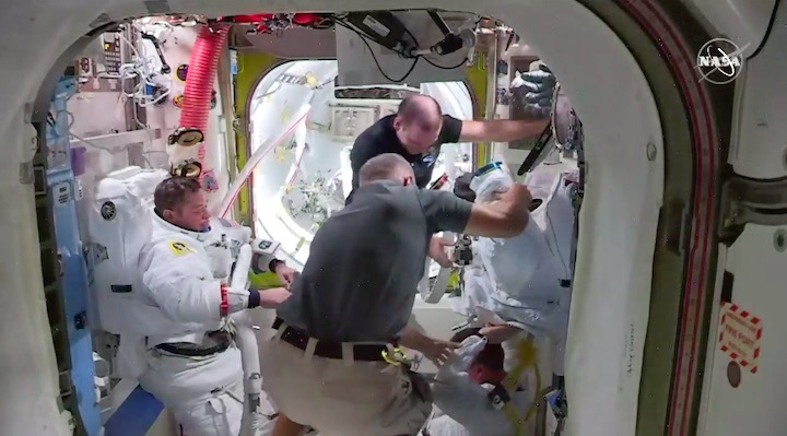 2020-06-iss-spacewalk65-as