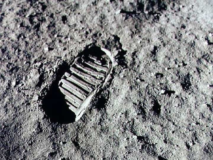 635940743862752936-armstrong-footprint