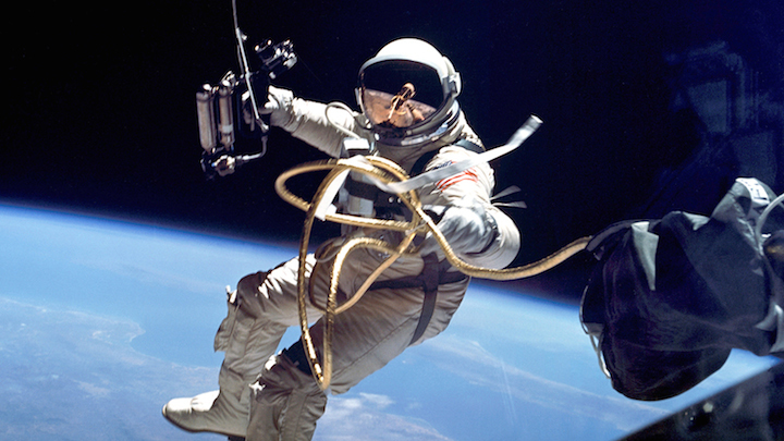astronaut-spacewalk