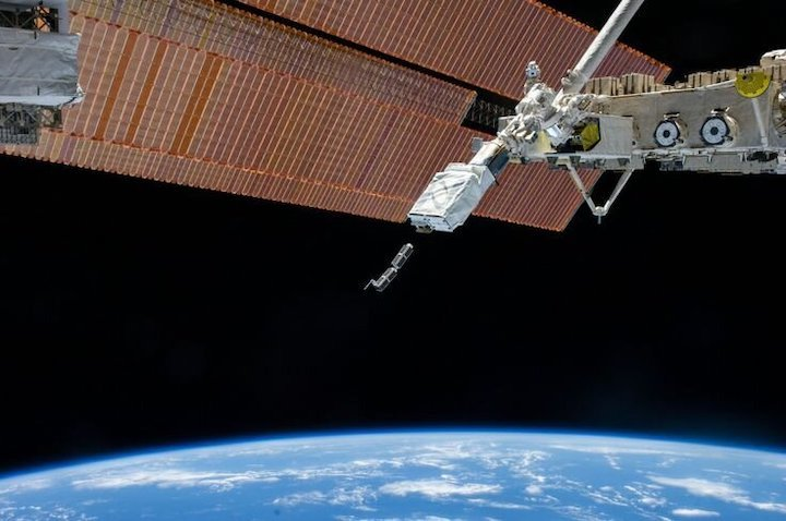cubesat-deployment-from-iss-pillars