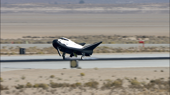 dream-chaser-alt-2-free-flight