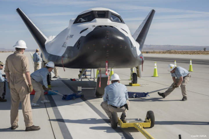 dream-chaser-crew-secures-vehi