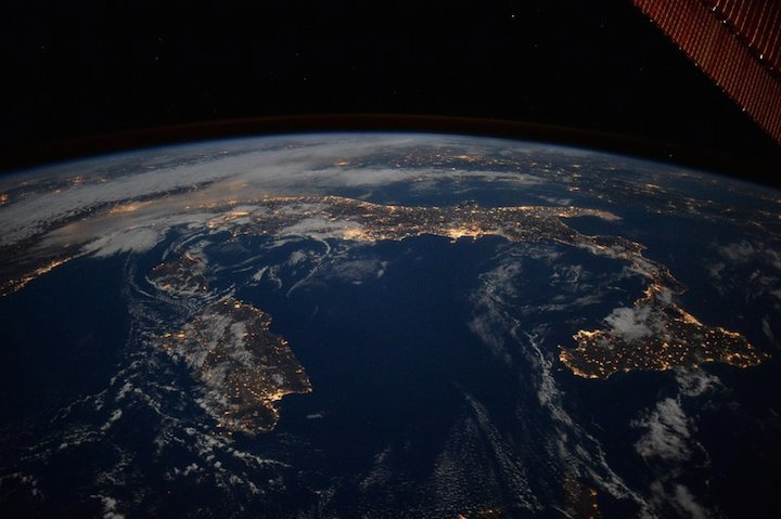 italy-at-night-fullwidth