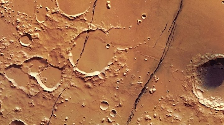mars-express-view-of-cerberus-fossae-highlight-mob