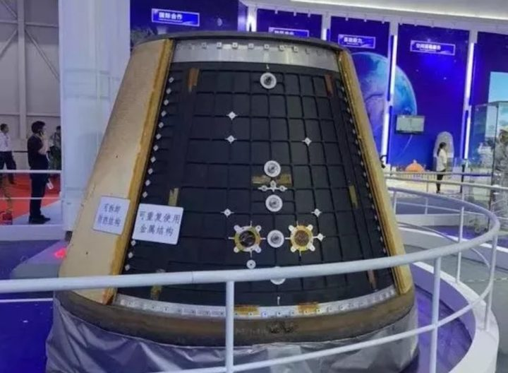 new-gen-crewed-spacecraft-return-capsule-zhuhai-2018-cast-879x644