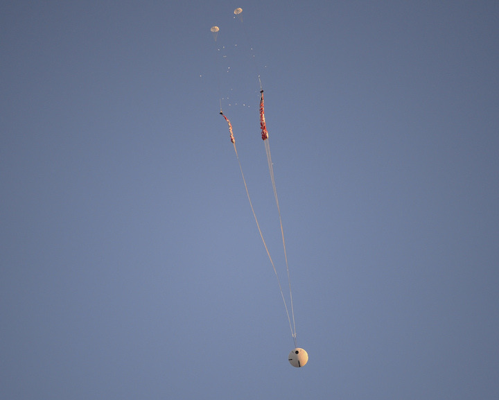 orion-parachute-test-1