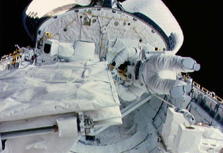 sts-41-g-sullivan-checks-sir-b