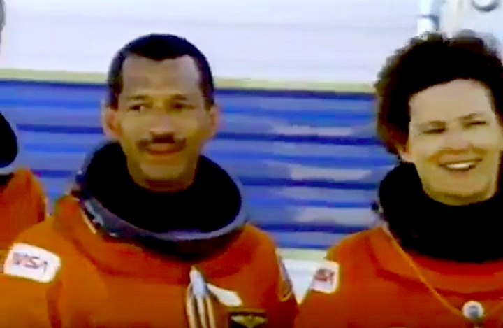sts31-mission-czd